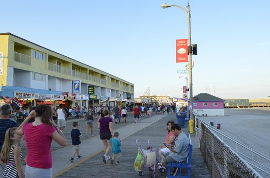 Riviera Resort & Suites : The boardwalk