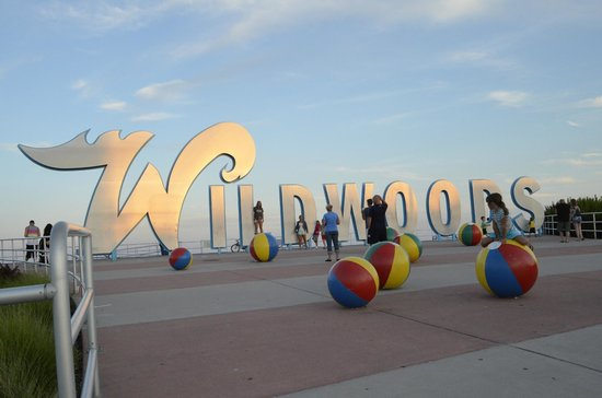 Riviera Resort & Suites : The Wildwood sign