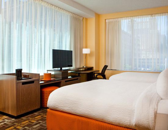 Fairfield Inn & Suites Milwaukee Downtown : Queen/Queen Guest Room