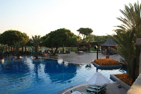 Piscine picture of papillon zeugma relaxury belek for Piscine 07500