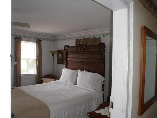 The Inn on Turner: Captain Jack's Room Queen Size Bed