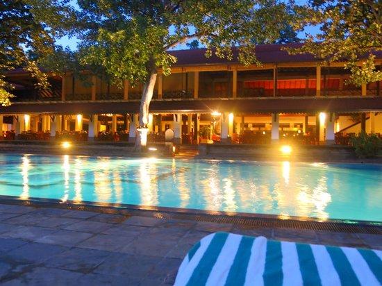 Cinnamon Lodge Habarana: piscina