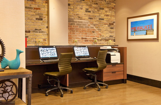 Fairfield Inn & Suites Milwaukee Downtown : Business Center for all of your printing and Internet needs