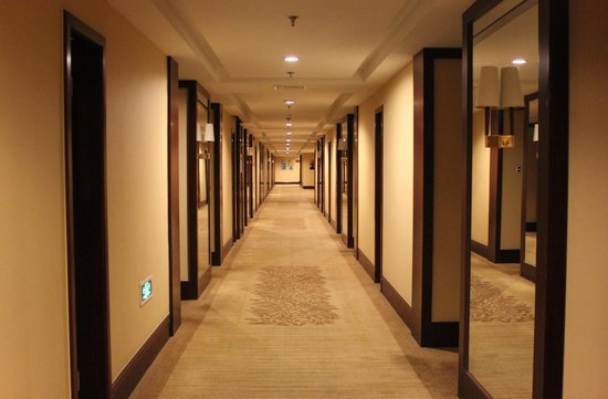 Loudong Hotel: Lovely wide hallways