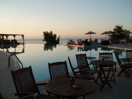 Alia Palace Hotel: The hotel's beautiful infinity pool at sunset