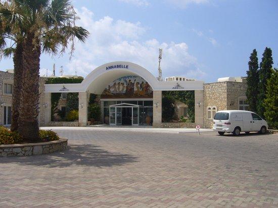 AKS Annabelle Beach Resort: Front of hotel