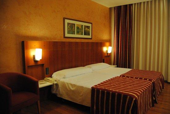Catalonia Plaza Mayor Salamanca: Habitación (2 camas)