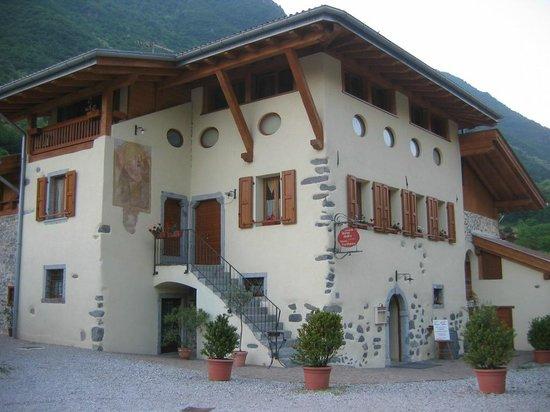 Locanda Borgo Antico & Osteria Fra Dolcino : Entrata della Locanda Borgo Antico