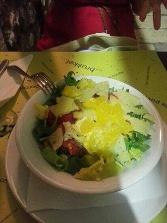 Trattoria GregoLevante: Ensalada de pollo, rucila, naranja y grana padano