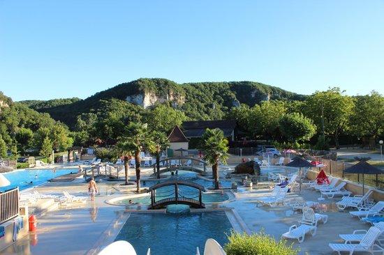 Domaine de Soleil Plage: view over pool