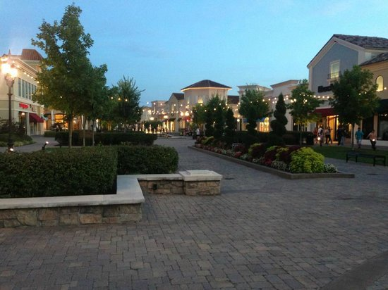 The Westin Huntsville : Outdoor mall next to hotel