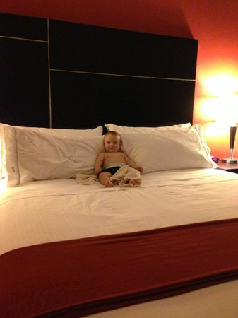 Holiday Inn Express & Suites Chowchilla - Yosemite Park Area: My little man slept like a king!
