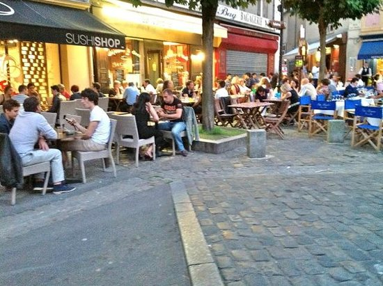 Au Chien Qui Fume: This area is teaming with little restaurants.