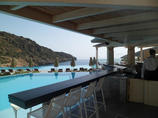Daios Cove Luxury Resort & Villas: Pool Bar - Ocean 2