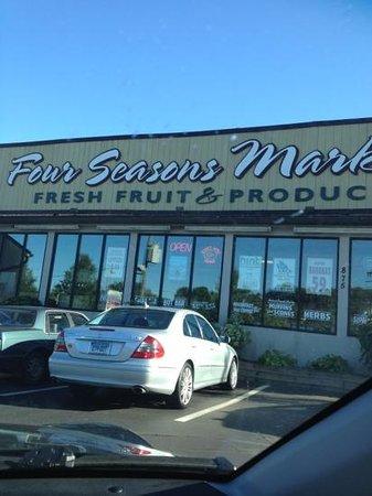 Four Seasons Market: frontage