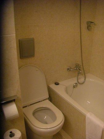 Tres Luces Hotel: bañera