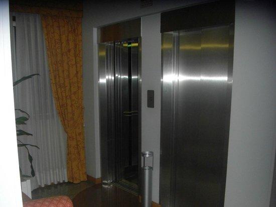 Tres Luces Hotel: ascensores