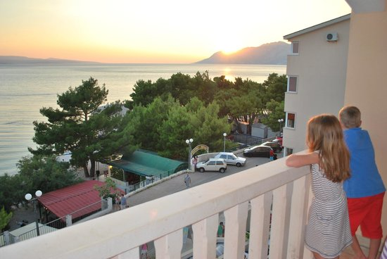 Aparthotel Milenij: You can see the beach from the balcony