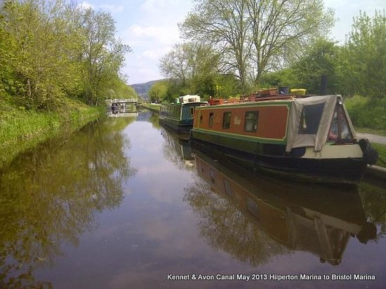 Willow Tree Barn: The Kennet & Avon canal is on our doorstep