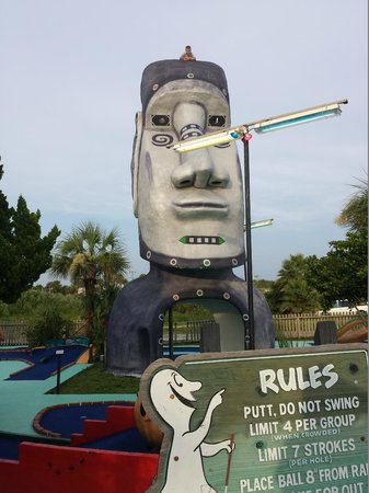 Goofy Golf PC : Easter Island head (look at the top!)