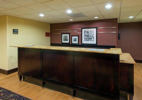 Hampton Inn Baton Rouge I-10 & College Dr.: Hotel Front Desk
