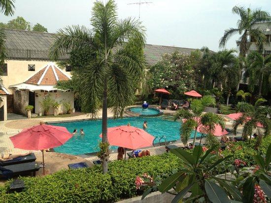 Lantana Pattaya Hotel & Resort: pool