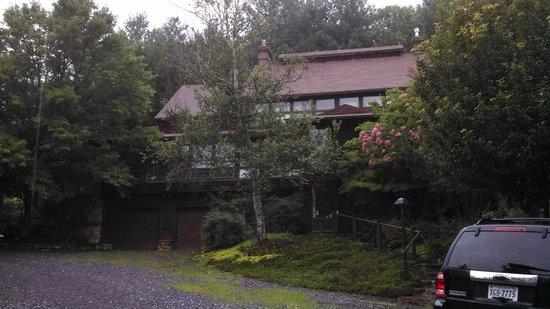 Applewood Inn, Llama Trekking & Cottage: The Applewood Inn B&B