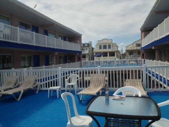 Ocean Front Motel: View from the deck facing the street