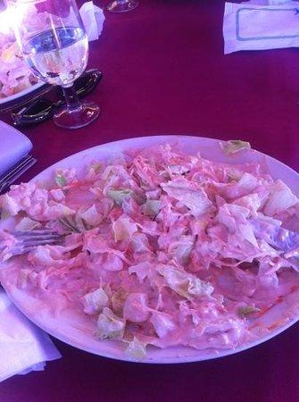 Paquebote: Salat som svømmer i dressing..kvalmande og forferdlig! Dårlig service og!
