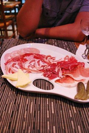 La Petite Italie : Meat plate