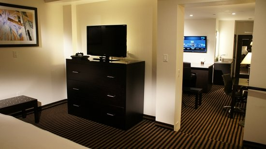 Holiday Inn Express Hotel & Suites Hollywood Hotel Walk of Fame: 1 BEDROOM KING SUITE WITH LIVING ROOM
