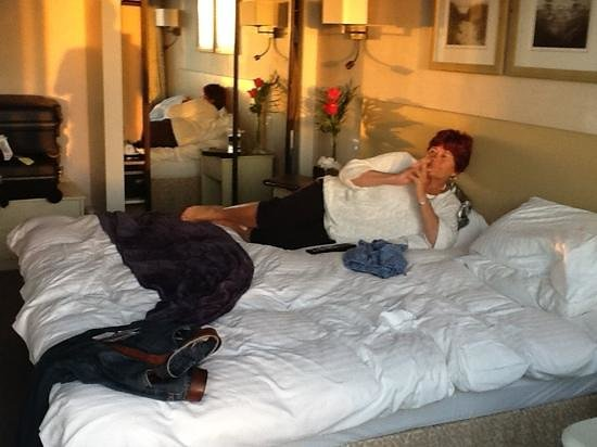 Cobo Bay Hotel: very comfortable and large bed