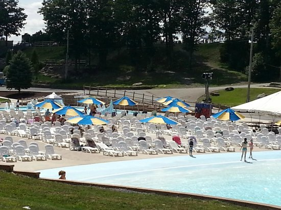 Montage Mountain : Seating area by Wave Pool