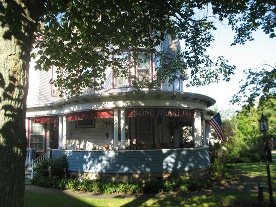 Rose Heart Inn: Exterior