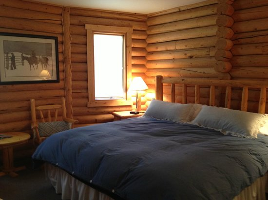 Inn on the Beartooth: The blue room has a comfy king bed.