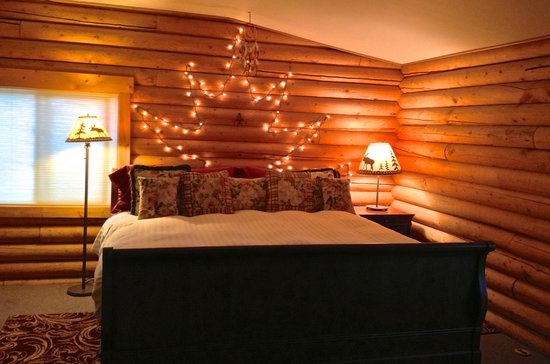 Inn on the Beartooth: This king sleigh bed with it's pillow top mattress will provide an incredible nights sleep!
