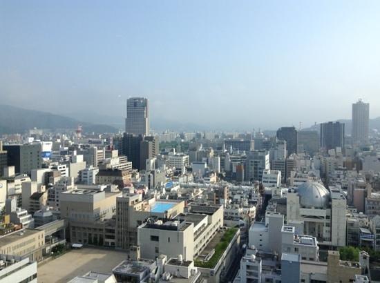 Mitsui Garden Hotel Hiroshima : vue du restaurant sur la ville
