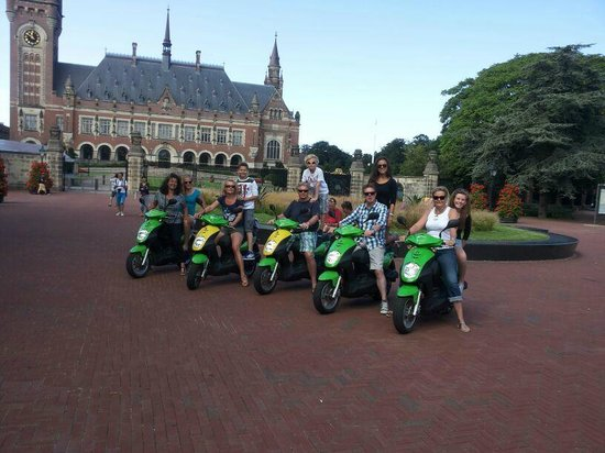 Scoottours: Scooters in front of the Peace Palace; big fun!