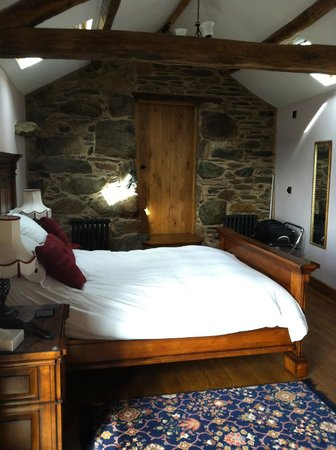 Wayside Guest Accommodation and Whisky Barn: The Annexe (looking towards bathroom door)
