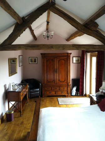 Wayside Guest Accommodation and Whisky Barn: The Annexe (looking out from bathroom)
