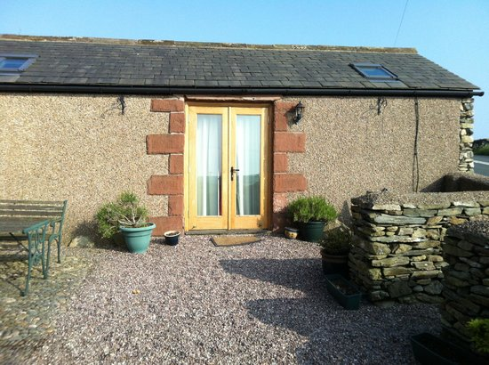 Wayside Guest Accommodation and Whisky Barn: Private entry to the Annexe