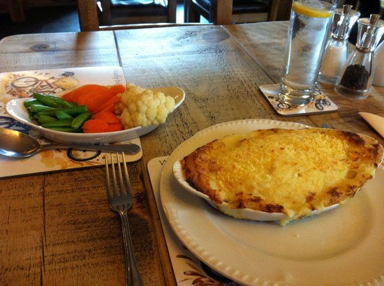 Wayside Guest Accommodation and Whisky Barn: Generous portions of traditional english fare done deliciously well!