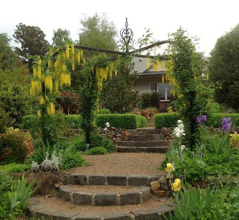 Delderfield Luxury Bed & Breakfast : Havelock Cottage in Spring