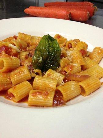 La Cipollina: Rigatoni amatatricana, speck, red onion, tomato, oregano