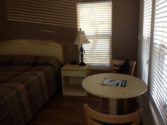 Yosemite Pines RV Resort and Family Lodging: cozy cabin