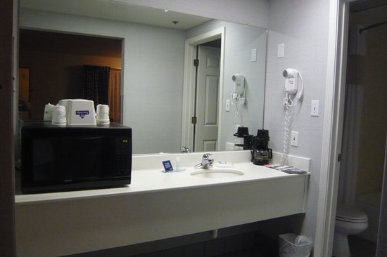 Travelodge Redding CA: Vanity with fridge + microwave