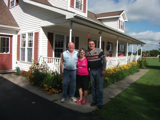 Ostrander's Bed & Breakfast: Al & RIta with my husband Luc