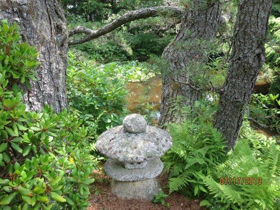 Asticou Azalea Garden: stone sculpture