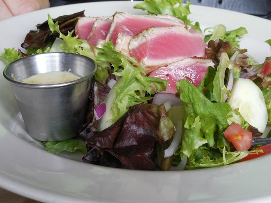 Shucks Oyster Bar: Ahi Tuna Salad