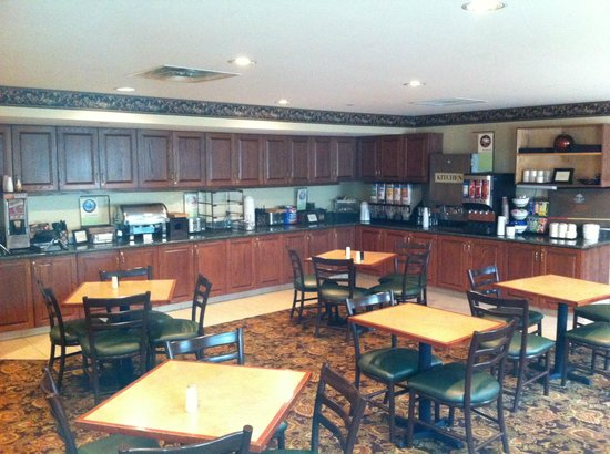 Country Inn & Suites By Carlson, Bentonville South: Breakfast room